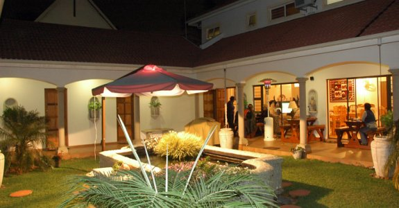 Centre Court Bed & Breakfast accommodation -  Guest House accommodation Durban North, luxury apartments accommodation, central Durban, Umhlanga bed and breakfast accommodation.